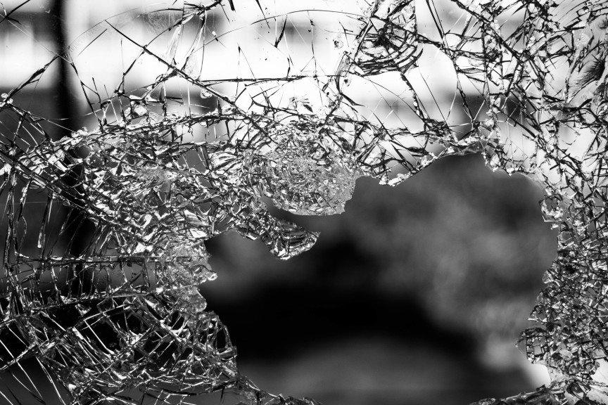 glas-zerbrochen